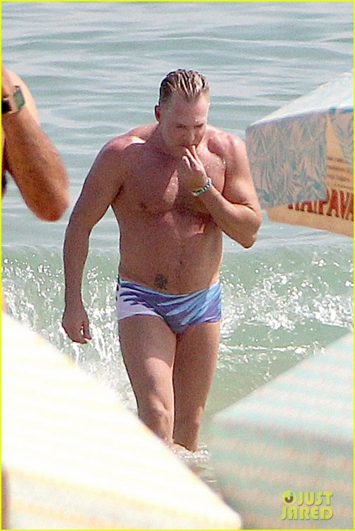 gma-sam-champion-shirtless-speedo-sexy-in-brazil-12.thumb.jpg.920df4b1e42762fbed9ff3e080cb340f.jpg