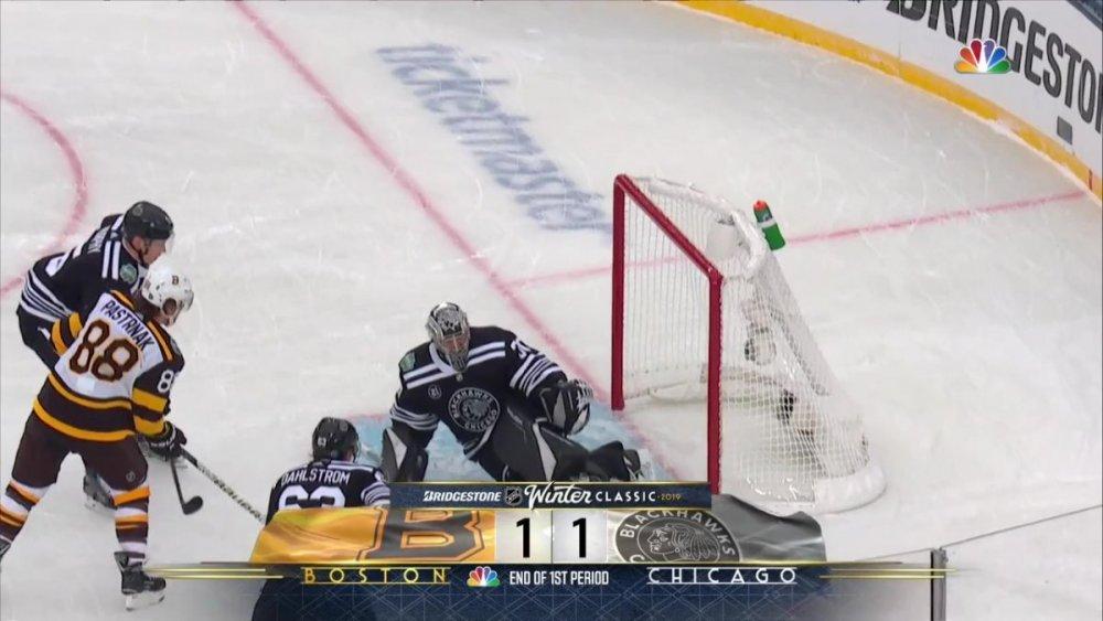 NHL.RS.2019.01.01.Winter Classic.BOS@CHI.720.60.NBC.Rutracker_Moment2.jpg